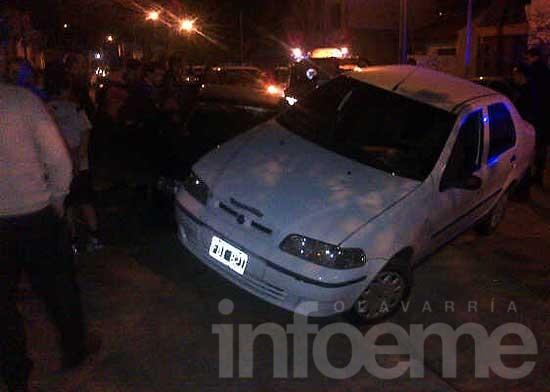 Con alta alcoholemia choca un auto estacionado