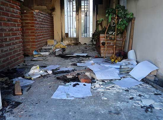 Roban e incendian la oficina administrativa del barrio Jardín