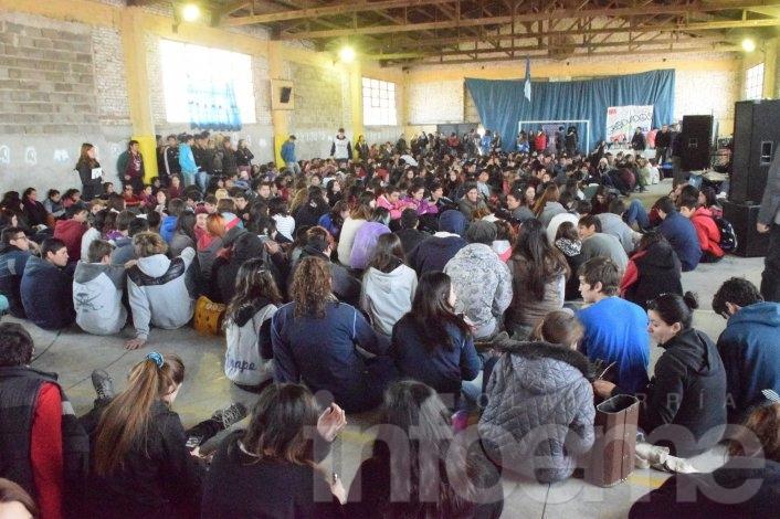 Cientos de jóvenes en el encuentro de estudiantes Secundarios