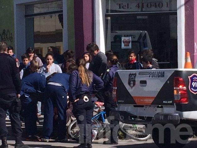Están graves un ciclista accidentado y un albañil que cayó de un edificio
