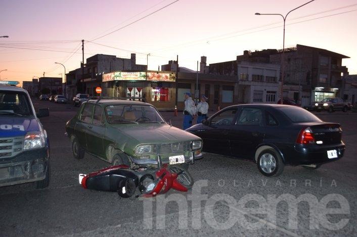 Una mujer y dos niños heridos tras un choque