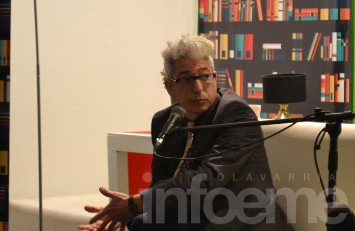 Marcelo Moura visitó la Feria del Libro