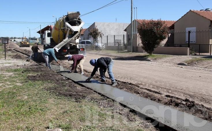 Iniciaron la construcción del cordón cuneta