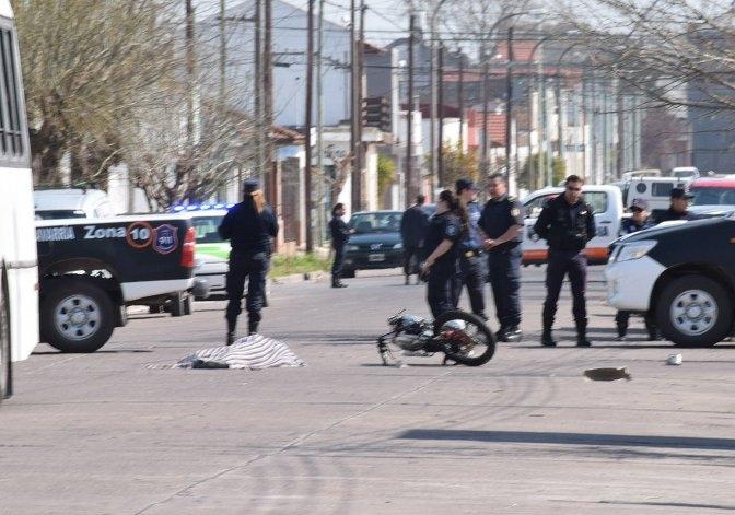 Joven motociclista perdió la vida en choque con un micro