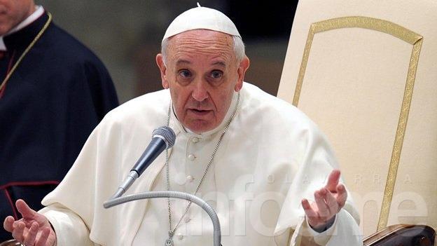 La visita del papa Francisco a la Argentina sería recién en 2017