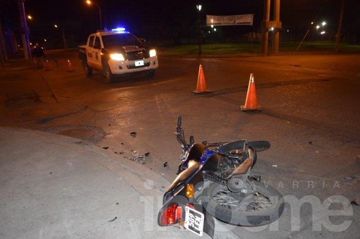 Motociclista herido tras chocar con un automóvil