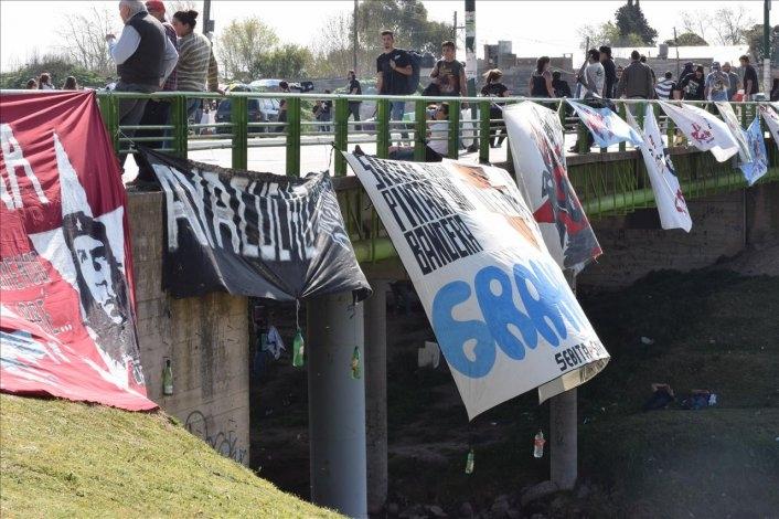 Un centenar de micros y combis trajeron a miles de fans de La Renga