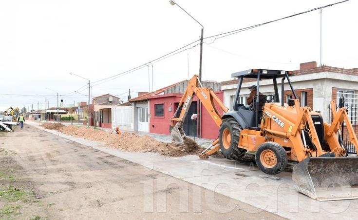 Avanzan los trabajos para la instalación de cloacas en el Barrio Bancario I