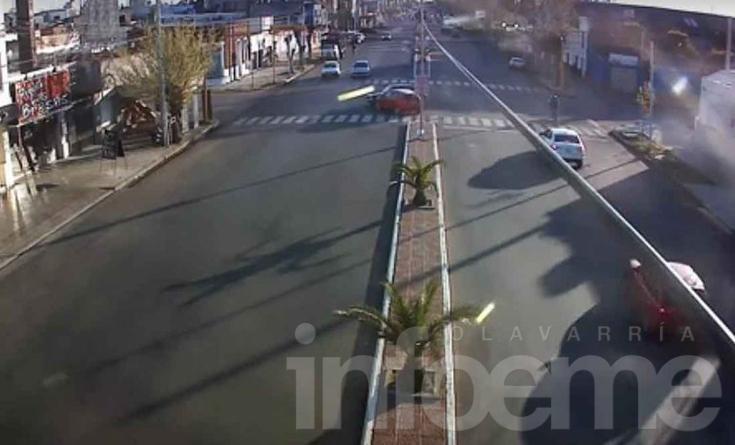 Un choque quedó registrado por las cámaras