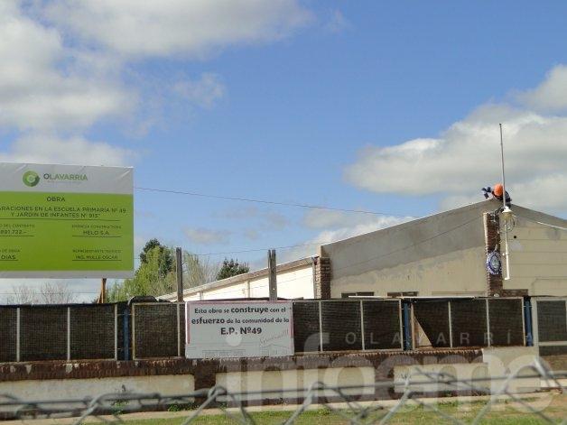 Escuela 49: Ya cambiaron el techo pero restan otros trabajos para que los chicos vuelvan a clase