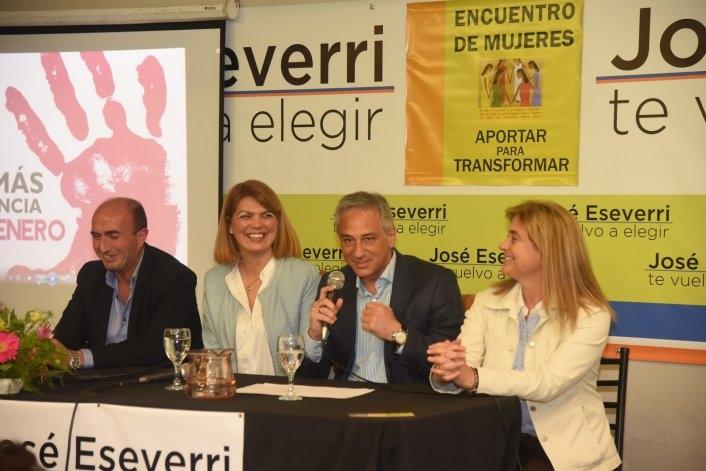 150 mujeres se reunieron con Eseverri y Szlagowski