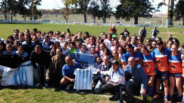 Vitale y Eseverri entregaron material a equipos de fútbol femenino