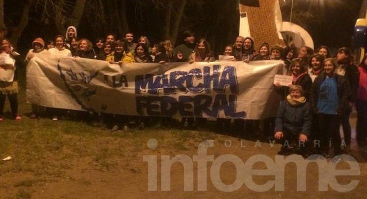 Olavarrienses participan de la Marcha Federal