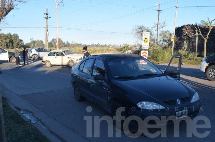 Violento choque en una rotonda: dos heridos