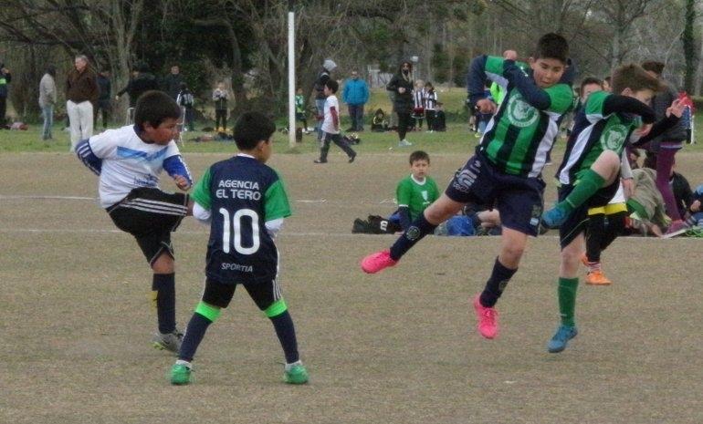 Fútbol: exitoso Grand Prix de fútbol infantil