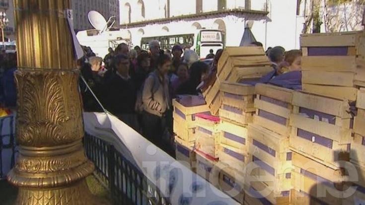 Regalan 20 mil kilos de verdura en Plaza de Mayo