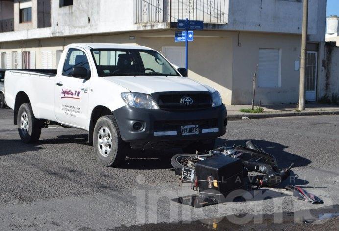 Motomandado herido tras choque con camioneta