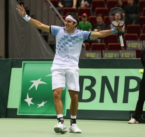 Copa Davis: gran triunfo de Leo Mayer, Argentina finalista