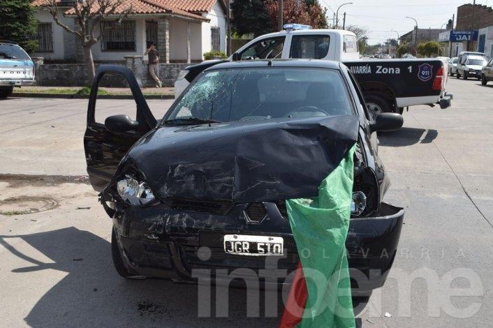 Adolescente herido en violento choque entre autos