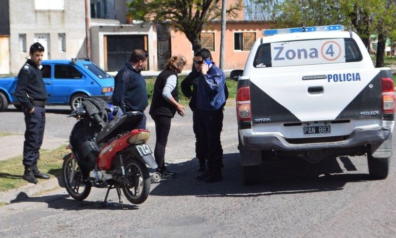 Joven sufrió heridas tras accidentarse con su moto
