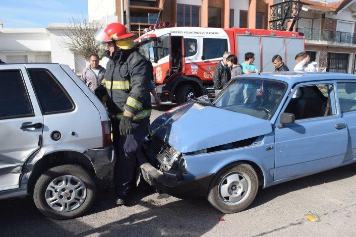 Violento choque entre cinco autos y un herido de gravedad