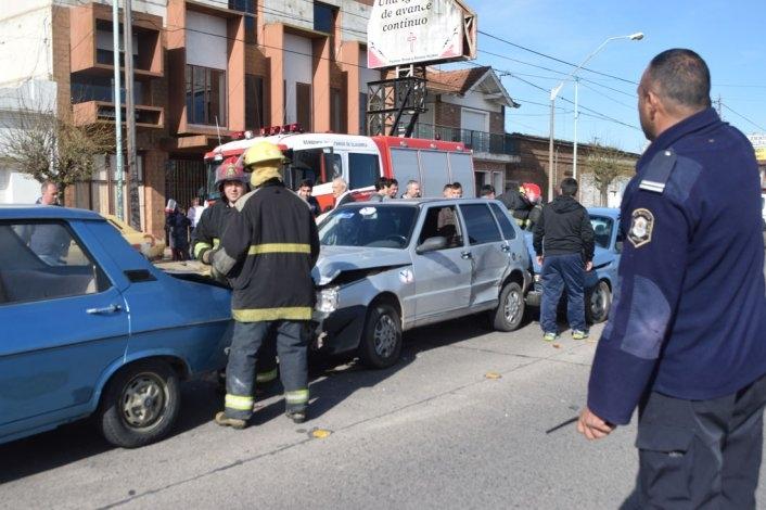 Quintuple choque: permanece internado y estable el conductor herido