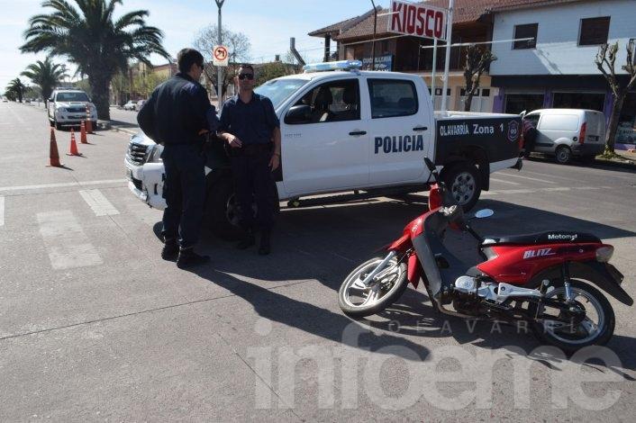 Mujer sufrió heridas tras accidentarse en su moto