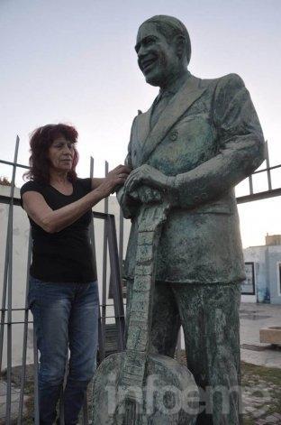 Monumento a Gardel ya no está en el paseo que lleva su nombre