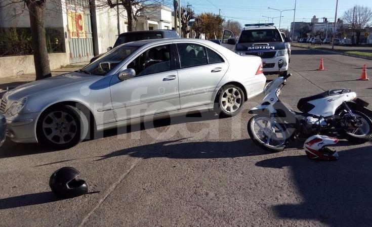Chocó contra un Mercedes Benz que ingresaba a Garaje