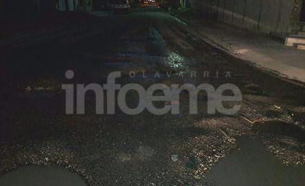 Original reclamo vecinal por los baches en las calles de la Ciudad