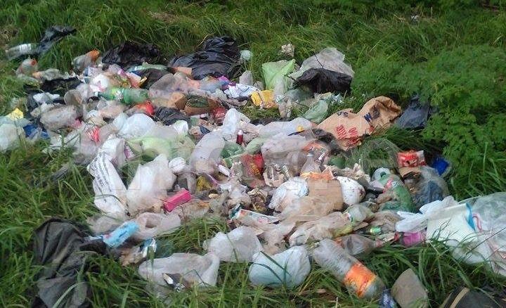 Denuncia por basura en la vía pública