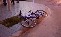 Siguen chocando: ciclista resultó herido y fue trasladado al Hospital