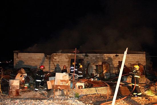 Se desplomó el techo de un galpón en un incendio
