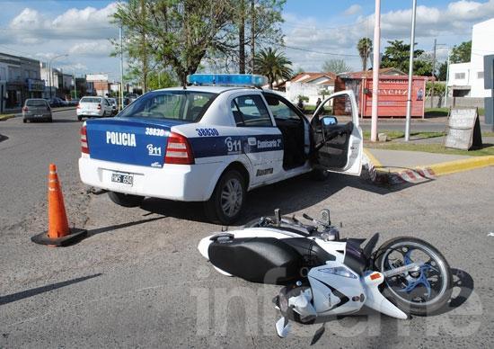 Chocan dos motos, una se dio a la fuga