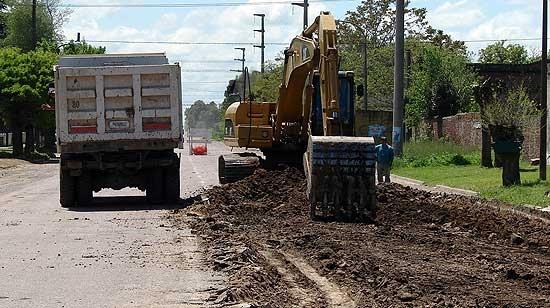 Comenzaron obras de pavimentación en acceso al Hospital de Hinojo