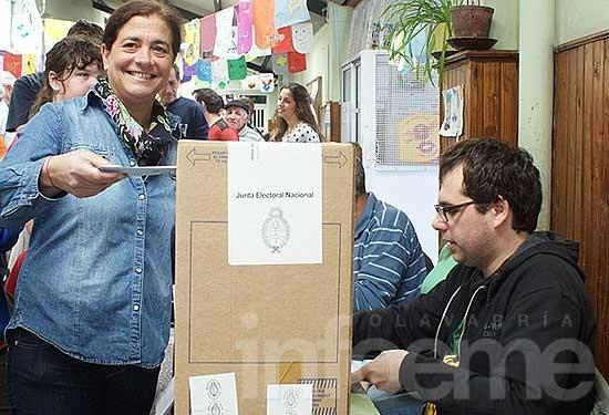 Margarita Arregui y Julio Frías emitieron su voto