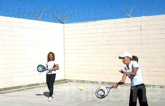 Encuentro recreativo de tenis en la Unidad 38