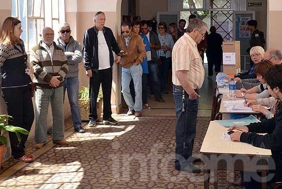 Se desarrollan las elecciones a buen ritmo: más del 40 % del padrón ya votó en Olavarría