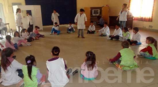 """El Jardín de Santa Luisa y la Escuela Primaria trabajaron sobre """"juegos y juguetes"""""""