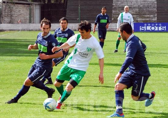 Sin entrenarse y de huelga, Racing juega en San Luis