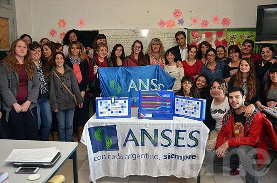 Anses entregó netbooks en San Antonio