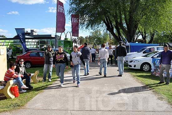 Con más de 200 expositores abrió la Expo Olavarría