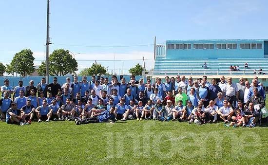 Con jugadores de todas las épocas, Ferro tuvo su partido de los cien años