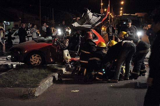 Un muerto y un herido tras chocar auto con una columna