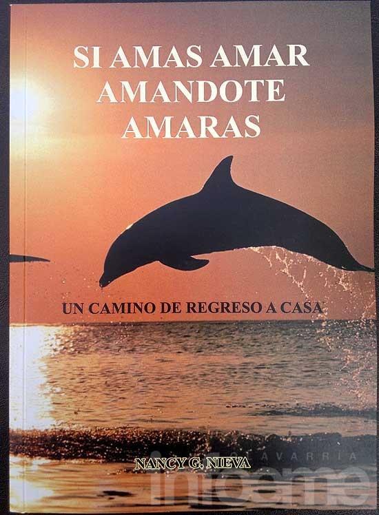 Escritora local presenta libro