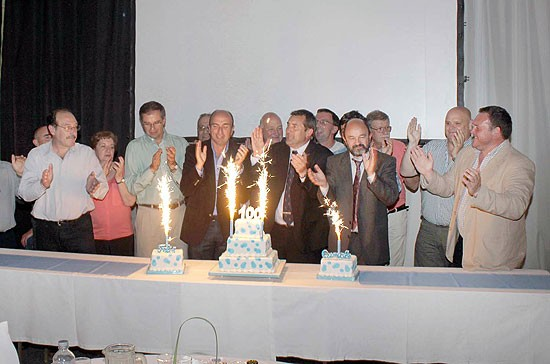 Festejos y distinciones en la cena de los cien años de Ferro