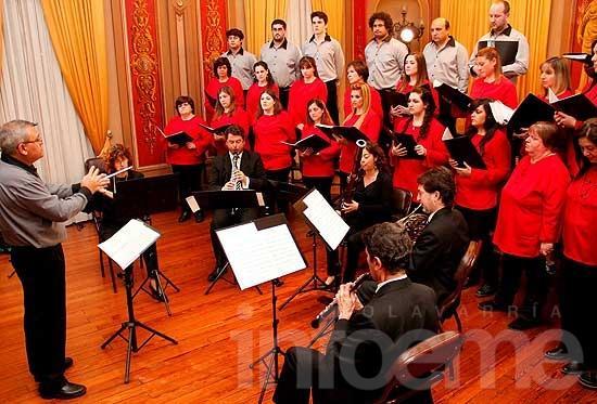 Vientos de Olavarría tocará junto a un coro de Las Flores