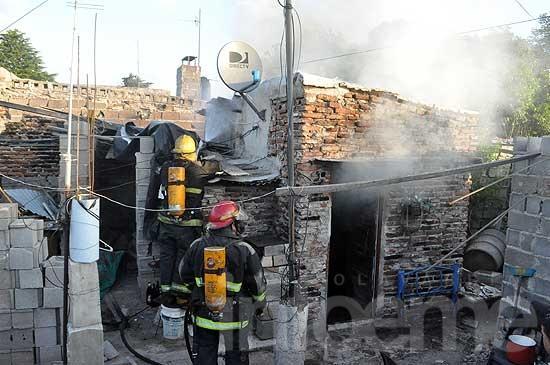 Pérdidas totales en el incendio de una precaria vivienda