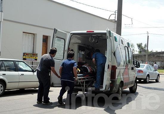 Hombre herido en choque entre motos
