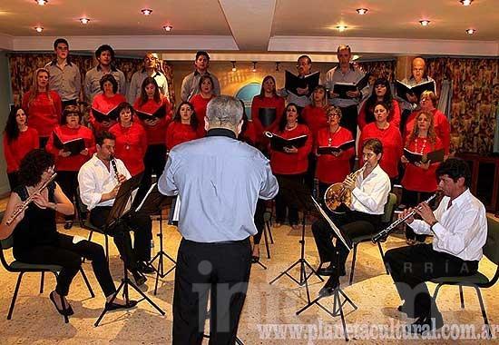 Vientos de Olavarría realizó un concierto con el Coro Polifónico Municipal de Las Flores